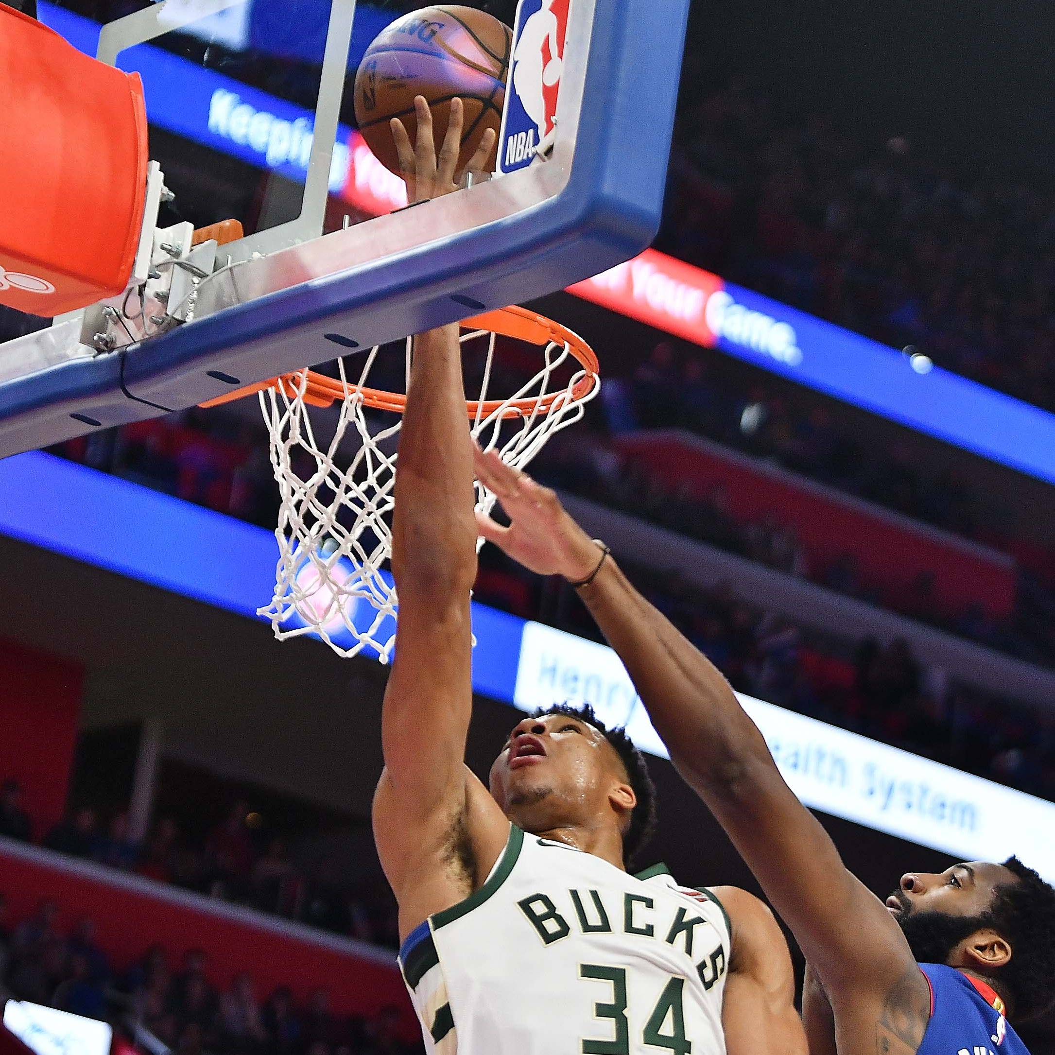Griffin's return for Pistons can't stop Bucks from taking 3-0 stranglehold in series