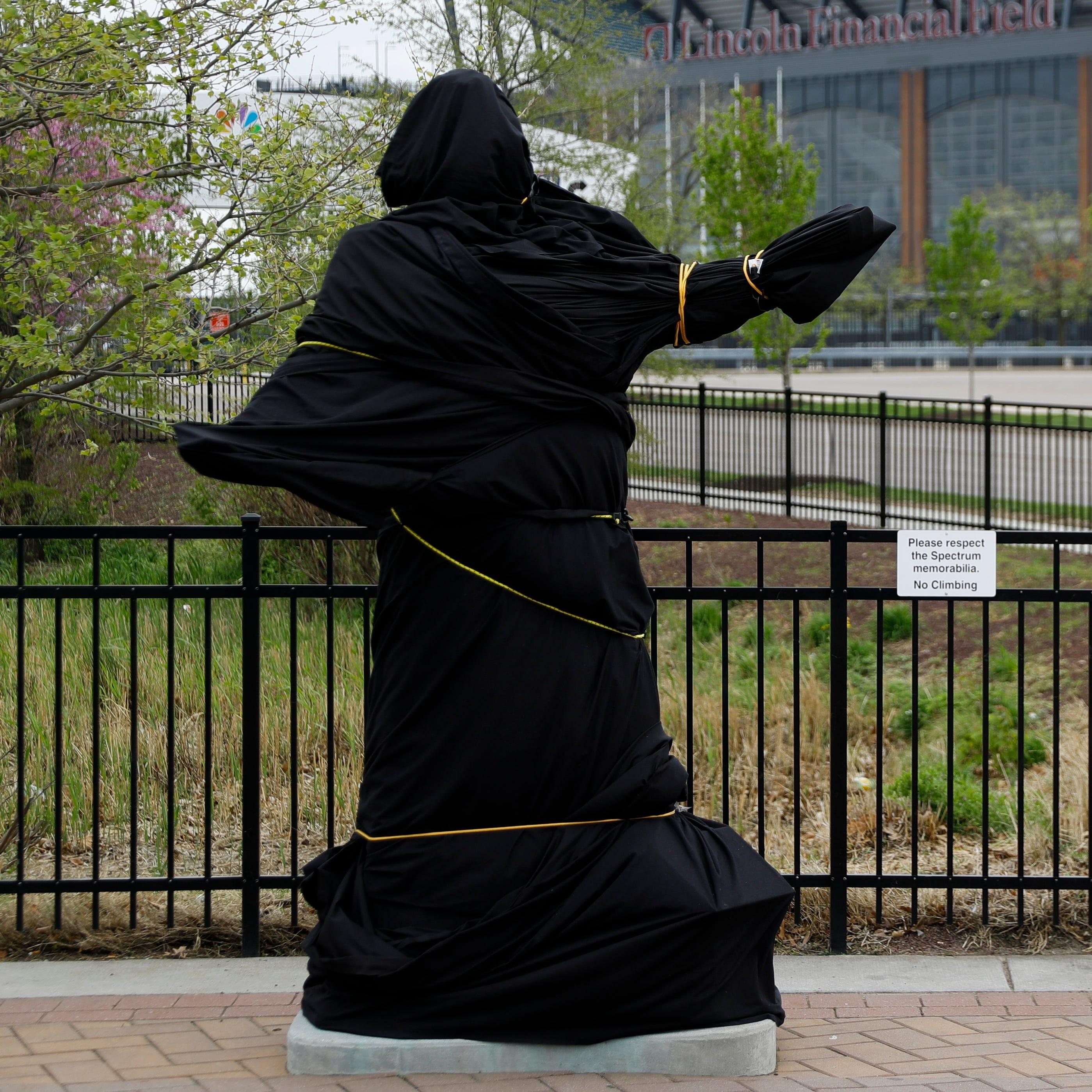 Philadelphia Flyers take down Kate Smith statue outside arena
