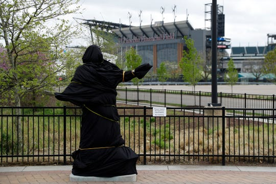 A covered statue of singer Kate Smith that stood near the Wells Fargo Center in Philadelphia has now been removed.