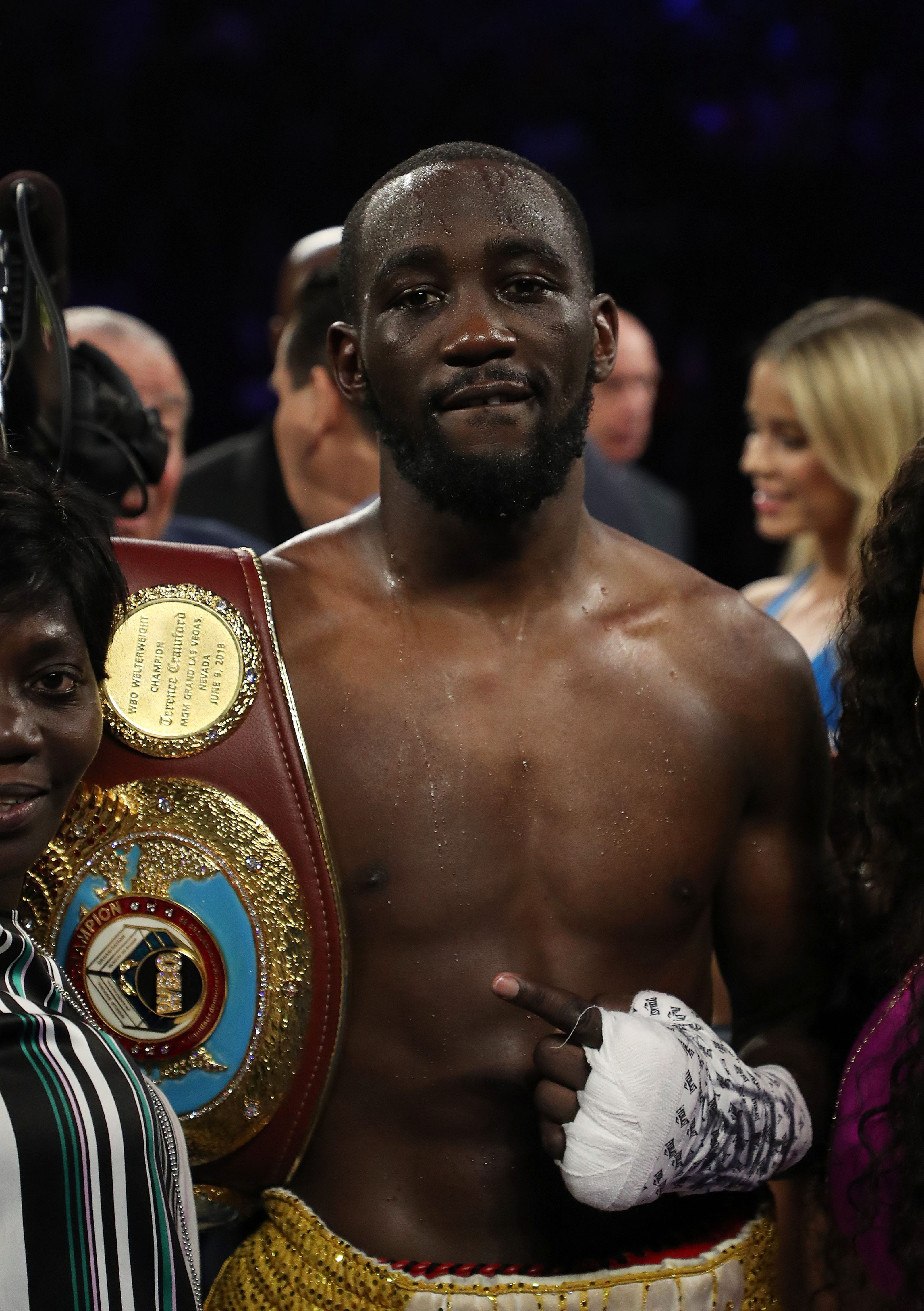 Terence Crawford wins world welterweight championship bout against Amir Khan
