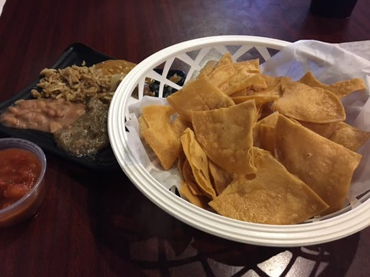 Authentic house-made chips with salsa and extras at Ole' Amigo's, the place to be for Bill's Bites at Cinco de Mayo.