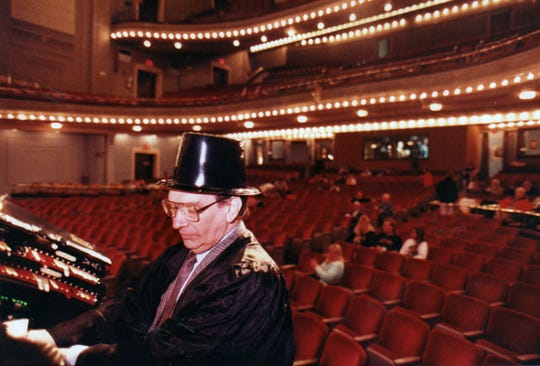 "Gene Wilson plays the organ prior to the start of the film ""The Wizard of Oz"" in 1990 in the Emery Theater."