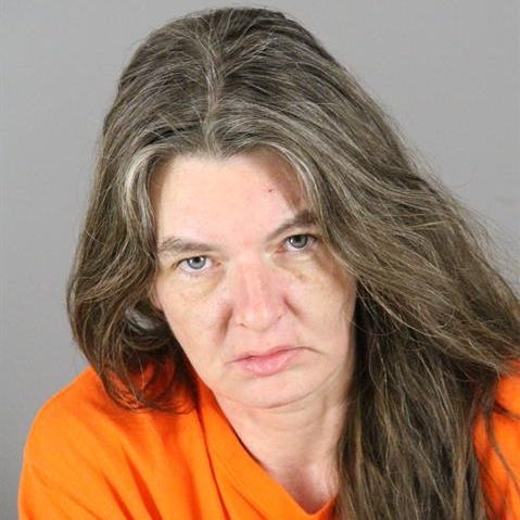 Waukesha woman cut a Pewaukee man's throat and told him to lie about it to police, complaint says