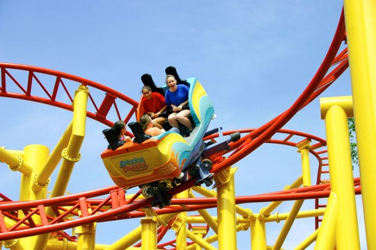Up to 300 teenagers involved in fight at amusement park: 'No one could leave'
