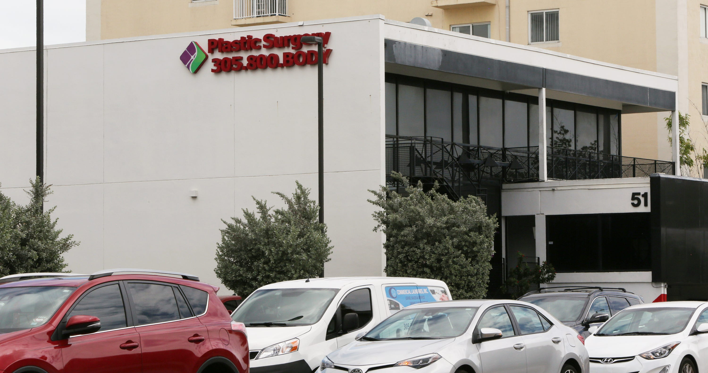 Spectrum Aesthetics in Miami kept a doctor on staff who already was under investigation by the state health department for critically injuring two patients at the clinic.