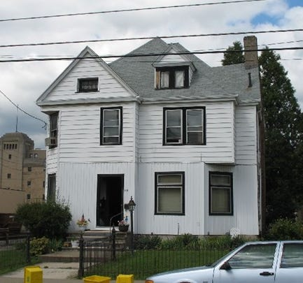 Royce R. Howell sold 117 Oak St. to 117 Oak, LLC for $300,000 on jan. 31.