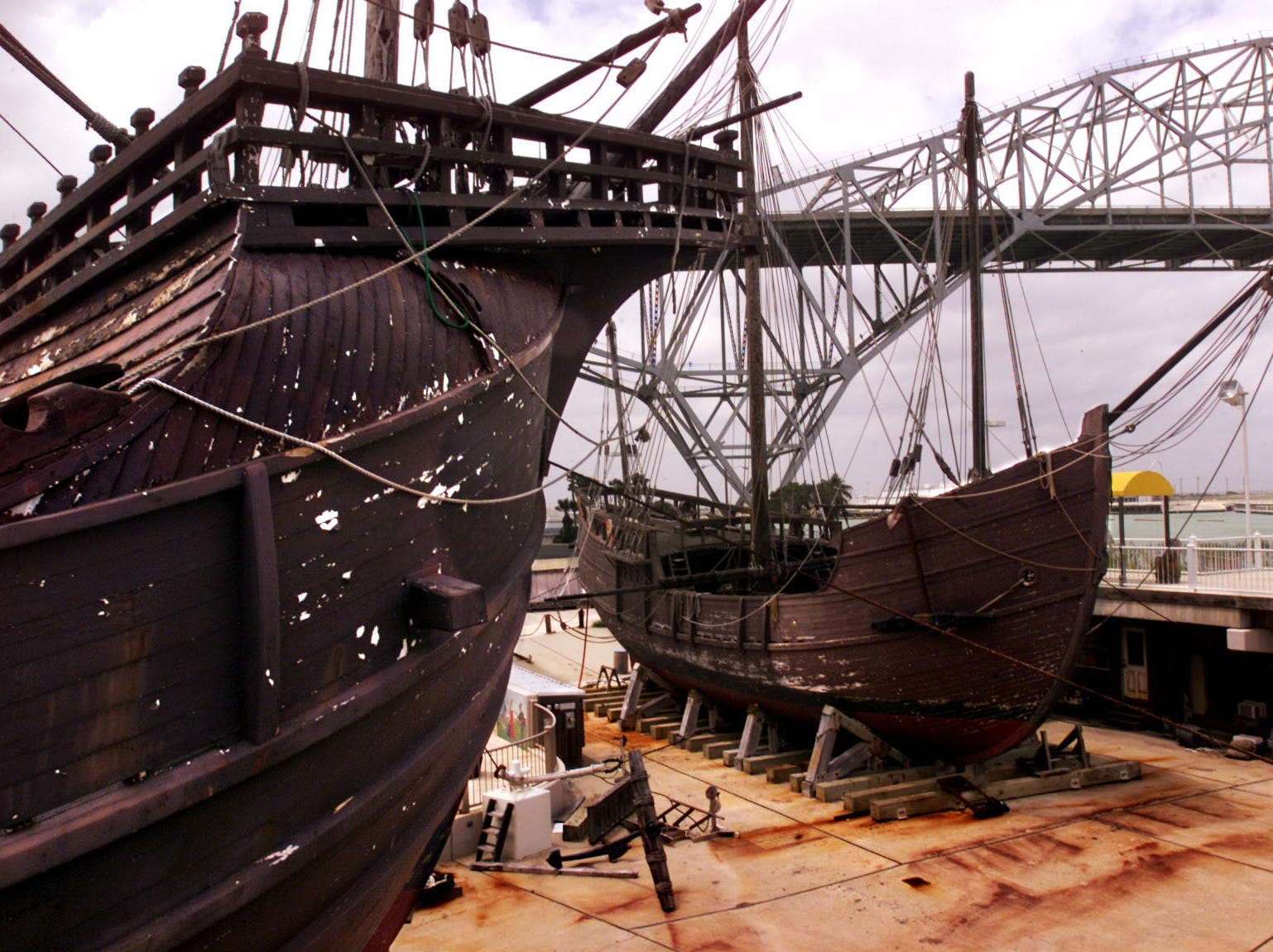The Santa Maria at left and the Pinta on the right, at the Corpus Christi Museum of Science and History in April 2001.