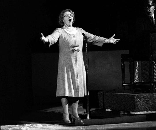 """In this May 13, 1975, file photo, Kate Smith sings """"God Bless America"""" before an NHL hockey Stanley Cup playoff game between the New York Islanders and the Philadelphia Flyers in Philadelphia. T"""