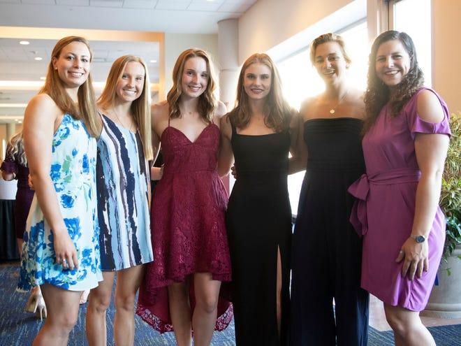 Tennessee plava in se potaplja z leve, Jaja Benatar, Amanda Noonan, Stanzy Moseley, Erica Brown, Madeline Bannick in Brianna Livers v ponedeljek, 22. aprila 2019 v kongresnem centru Knoxville.