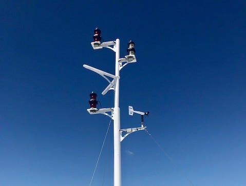 Signals of Lake Express near Burger Boat