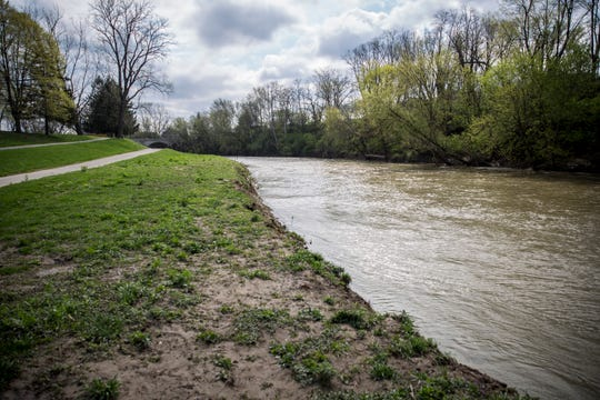 Authorities are investigating the death of a Muncie man whose body was found along White River, between the Washington and West Jackson Street bridges, on Tuesday morning.