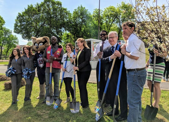 The NFL plants 40 trees with Mayor David Briley and Root Nashville ahead of draft.