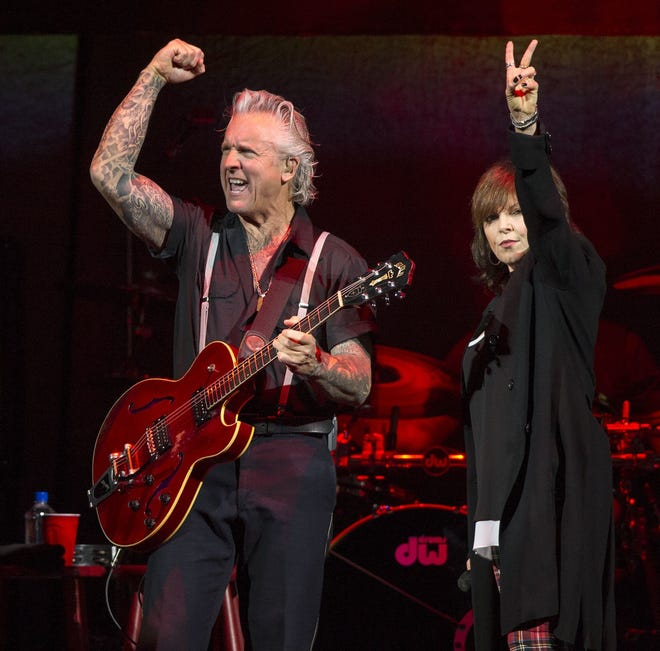 Pat Benatar performs on stage with her husband, guitarist Niel Giraldo, in 2014.