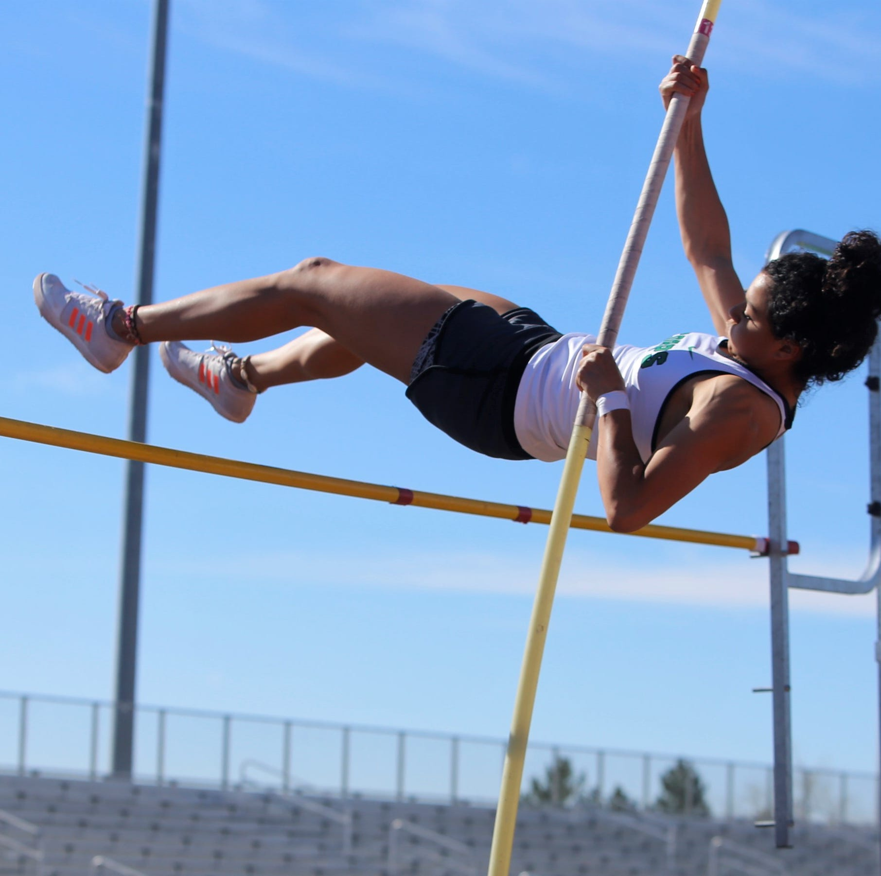 Quezada quickly closing in on pole vault record