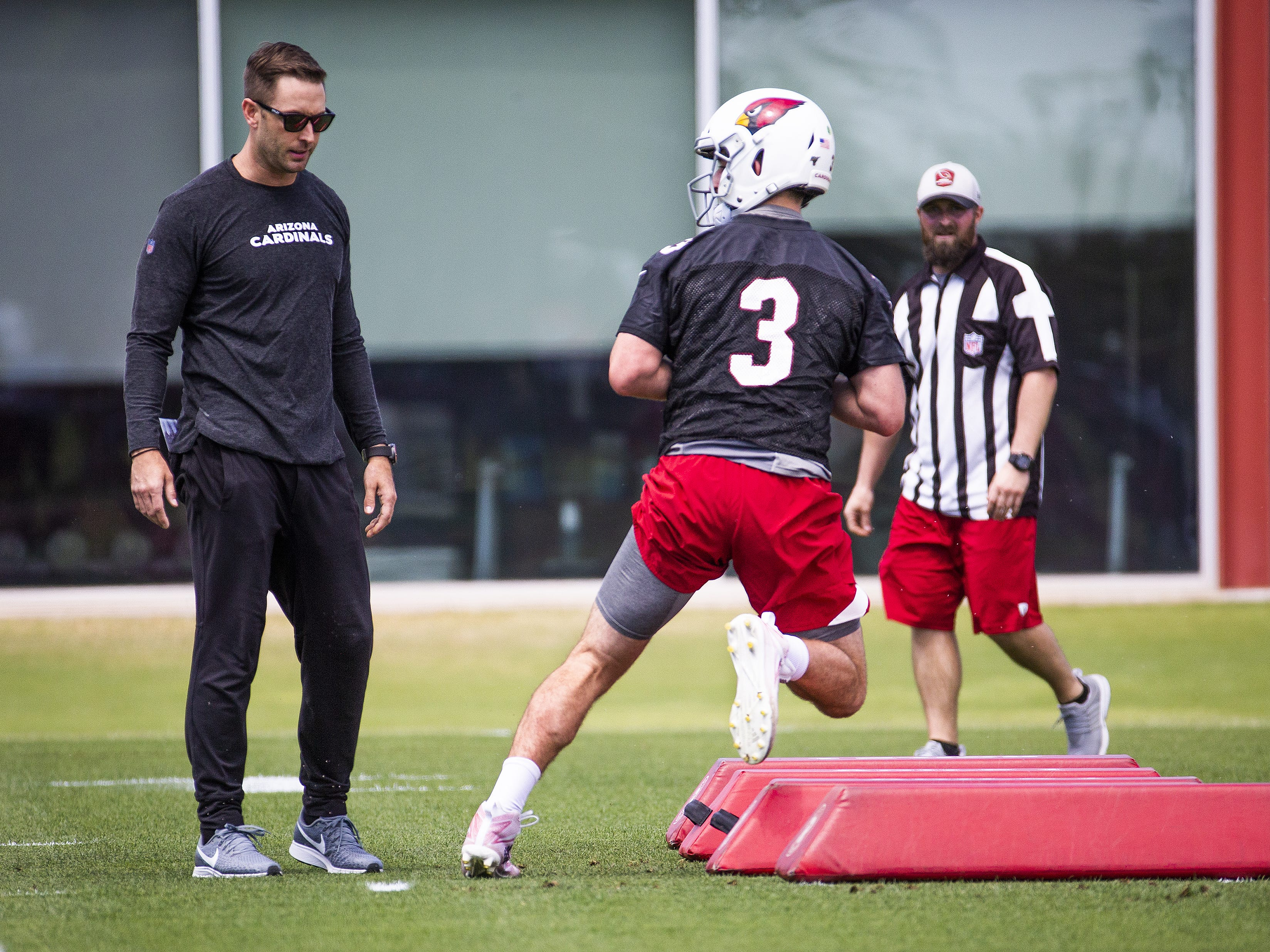 Arizona Cardinals head coach Kliff Kingsbury analyzes quarterback Josh Rosen during the first day of voluntary mini camp at the Tempe training facility, Tuesday, April 23, 2019.