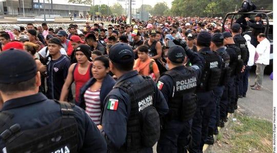Cientos de migrantes fueron arrestados por la policía mexicana.
