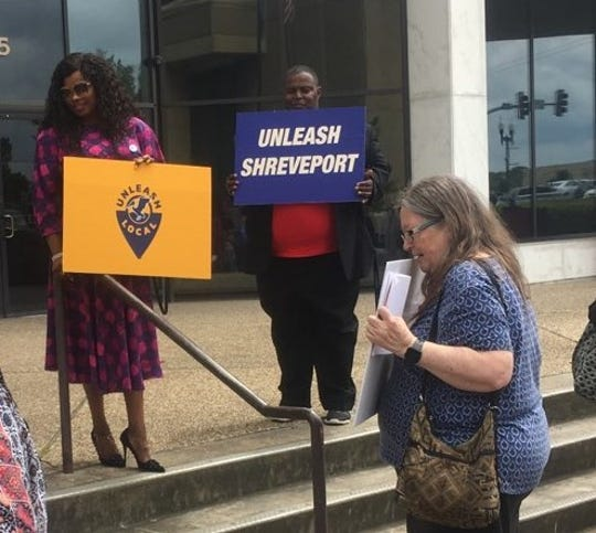 Unleash Local, a workers advocacy organization, met on the steps of Government Plaza Tuesday to rally in support of House Bill 422, which would allow municipalities to raise the minimum wage for their residents.