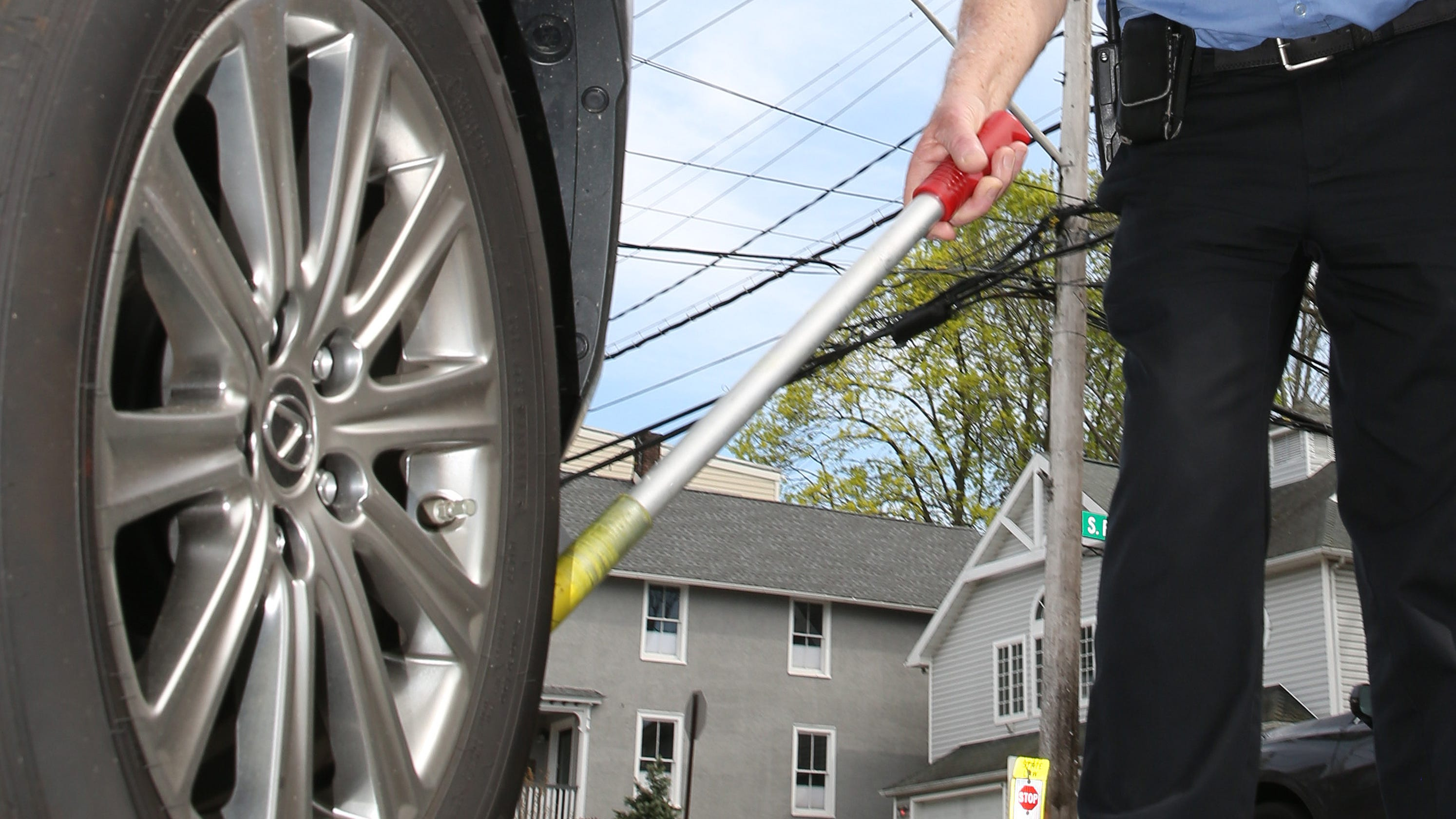Parking officials can't chalk tires, court rules