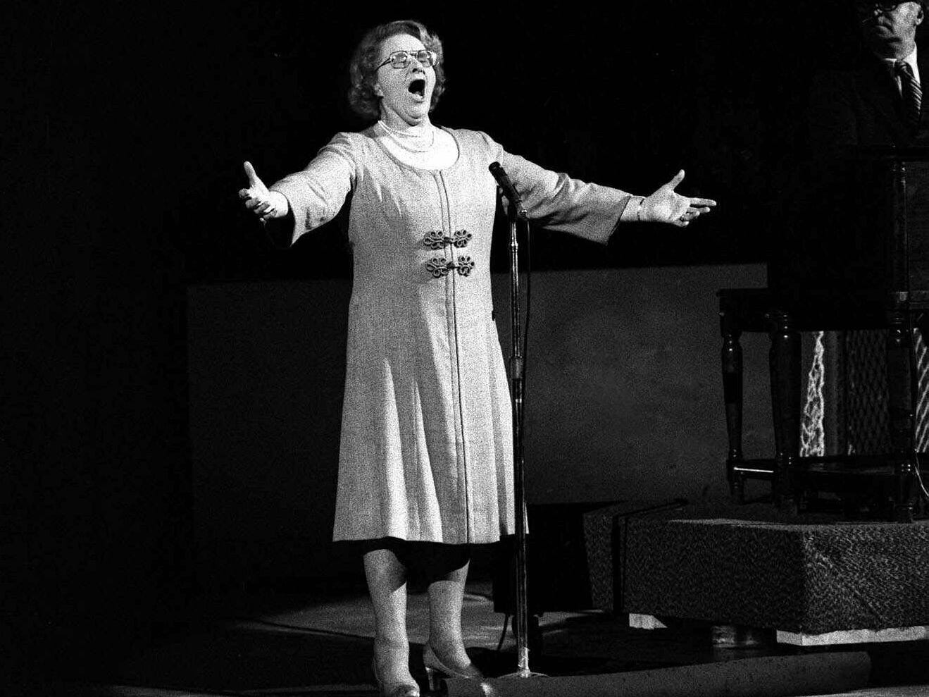Who was Kate Smith and why is she suddenly a pariah for recording racist songs decades ago?
