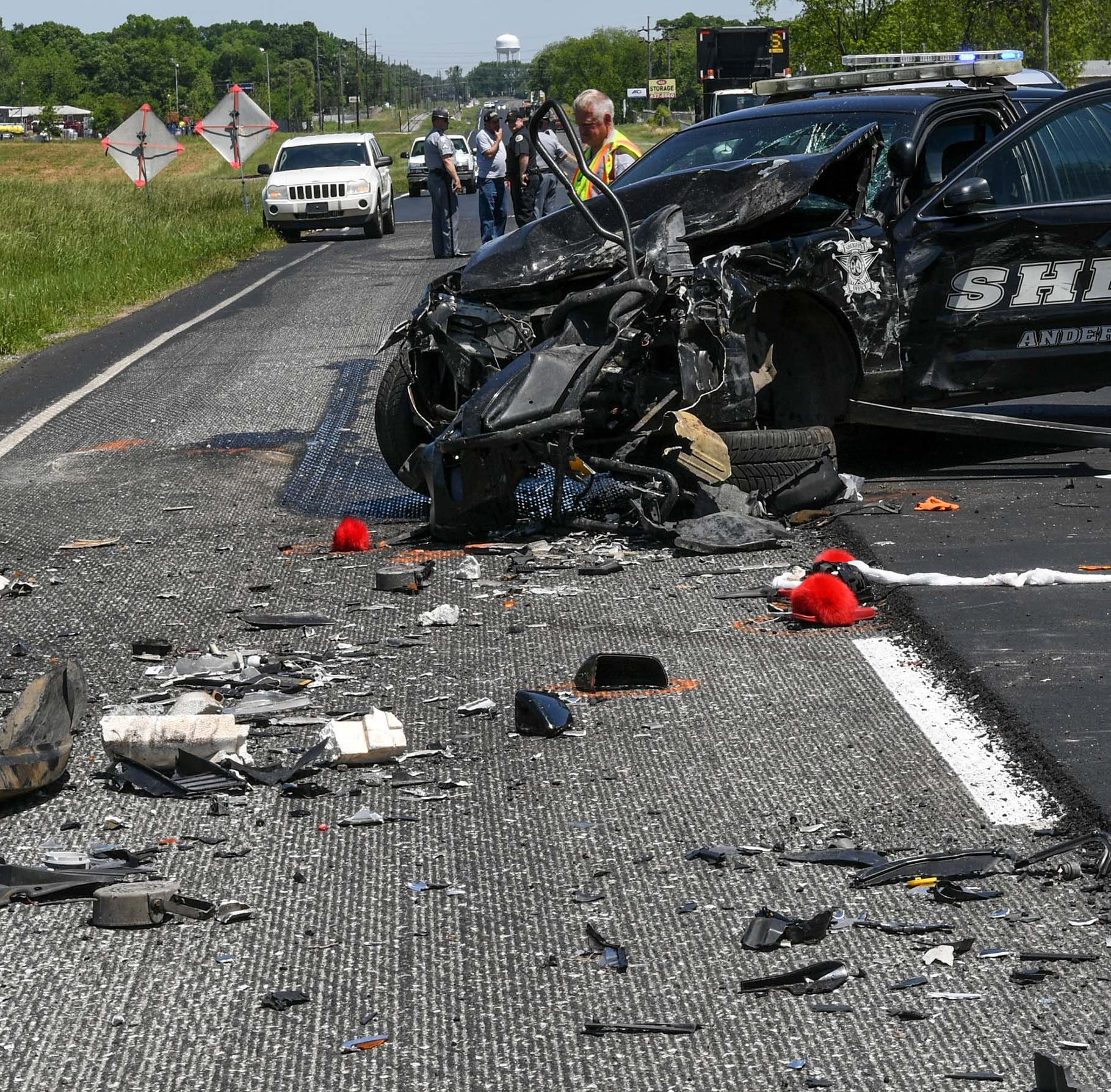 Anderson County sheriff's deputy involved in three-car crash; lanes shut down