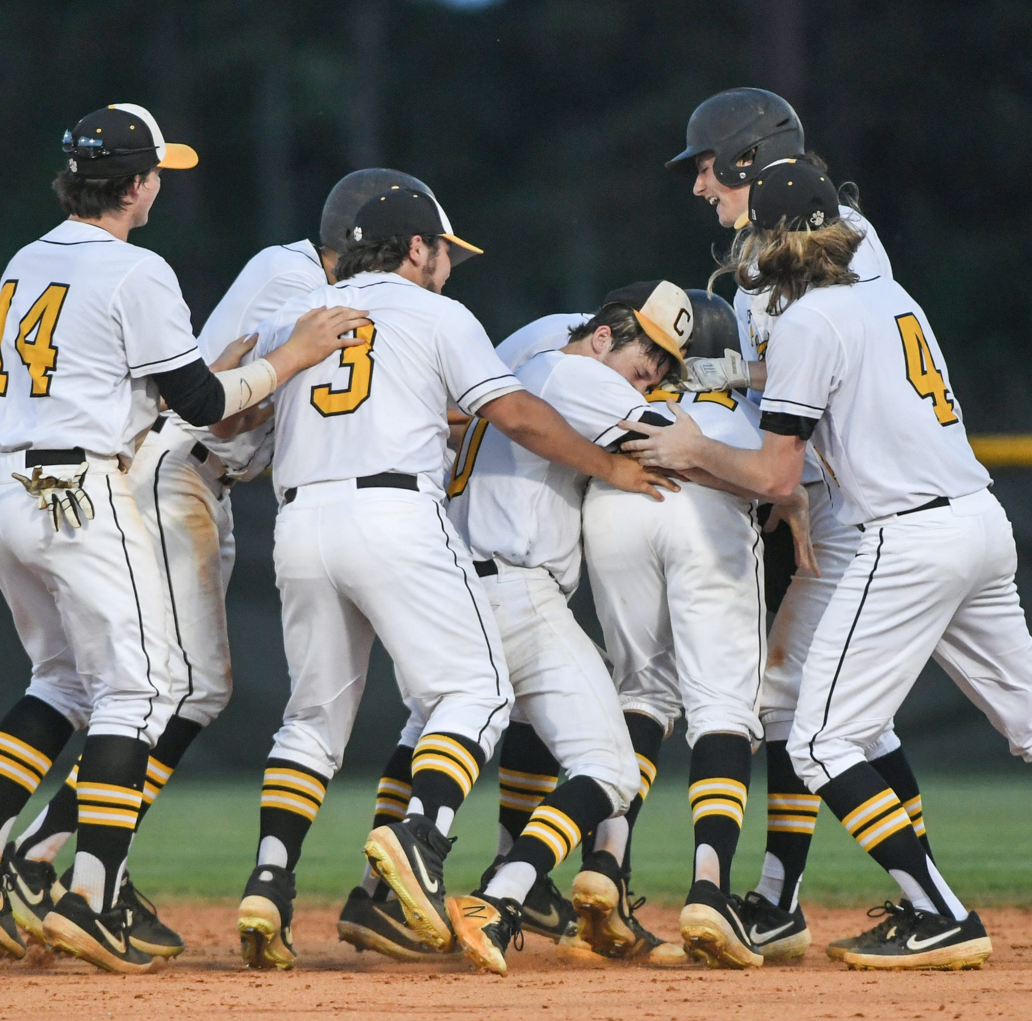 Crescent High baseball, softball celebrate a rare sweep of region titles