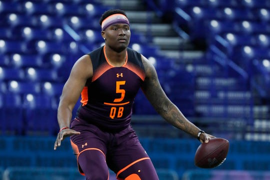 Ohio State quarterback Dwayne Haskins (QB05) throws a pass during the 2019 NFL Combine at Lucas Oil Stadium.