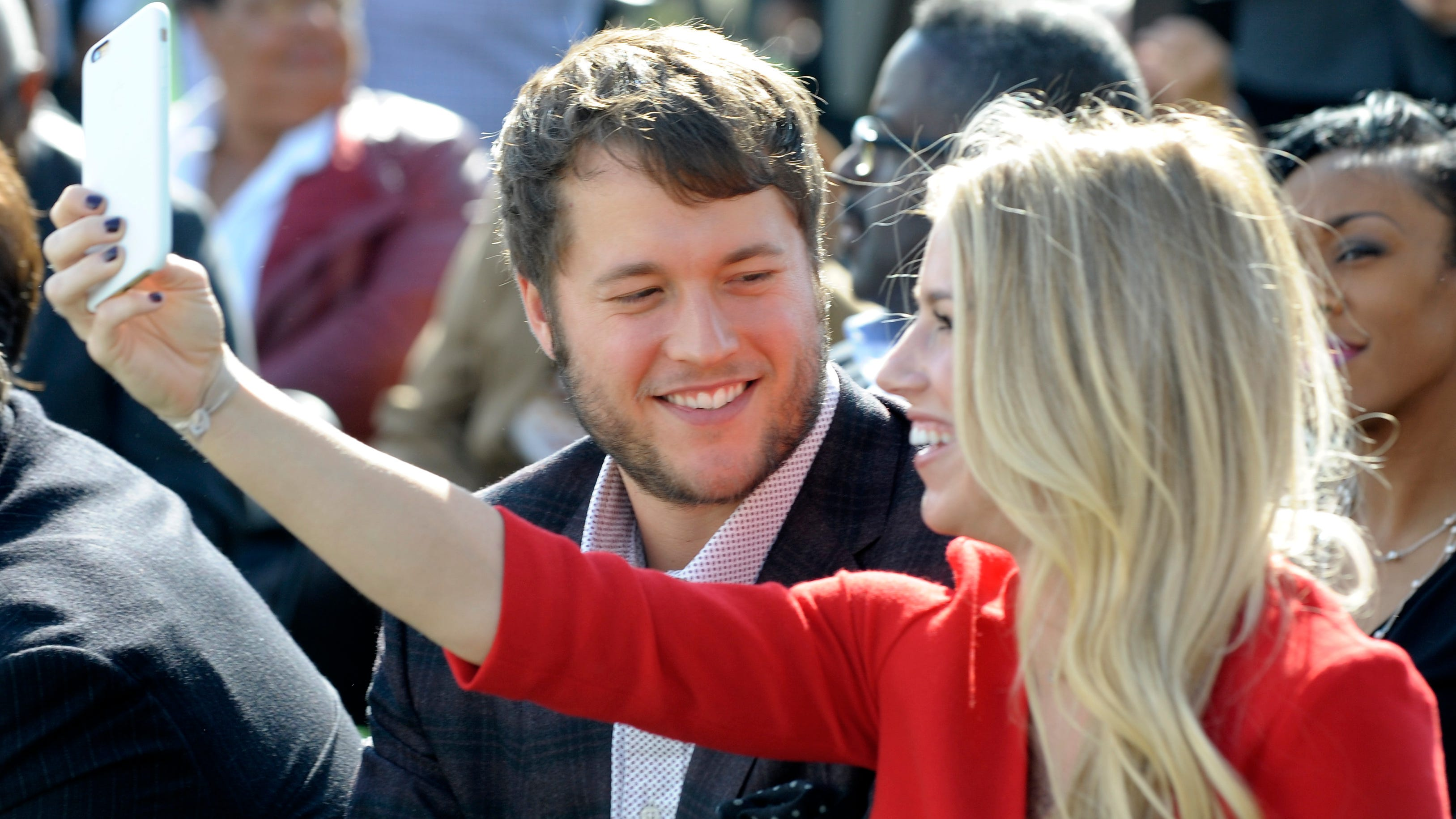 Report: Week after wife's brain surgery, Lions QB Matthew Stafford returns to work
