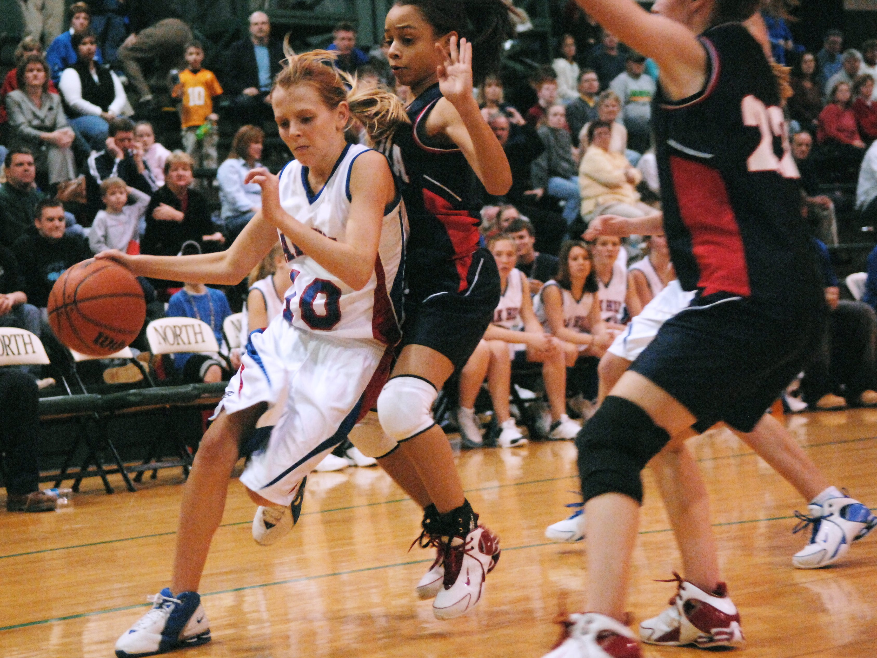 Oak Hill's Andi Qualls (10) slides past Plaza Park defenders Elayna Dorsey, center, and Megan Kappler (22) during the second half of their 2007 Middle School Varsity Girls Basketball Tournament championship game at North High School Monday night, Feb. 26, 2007.