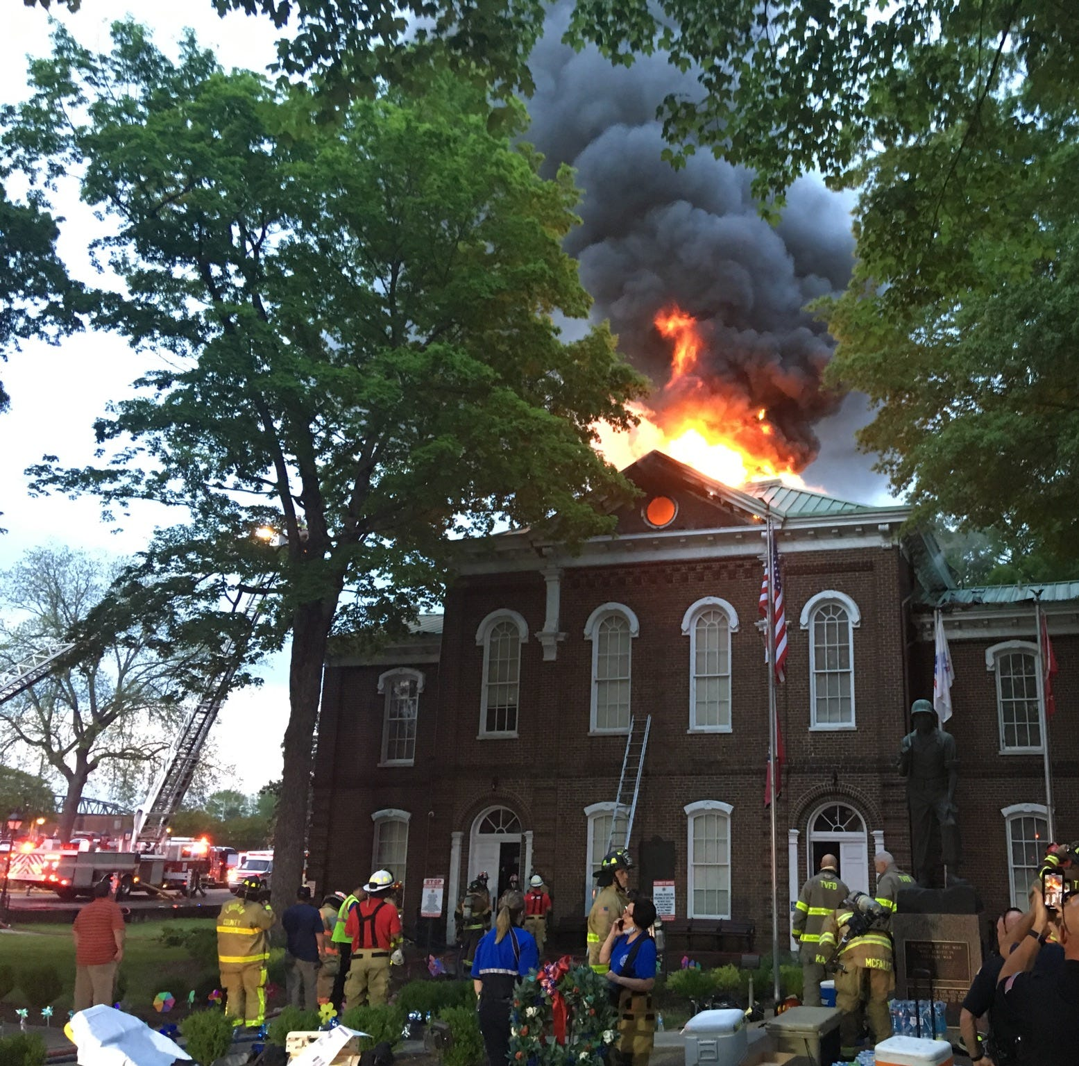 Loudon County Courthouse fire: Flames engulf roof and bell tower