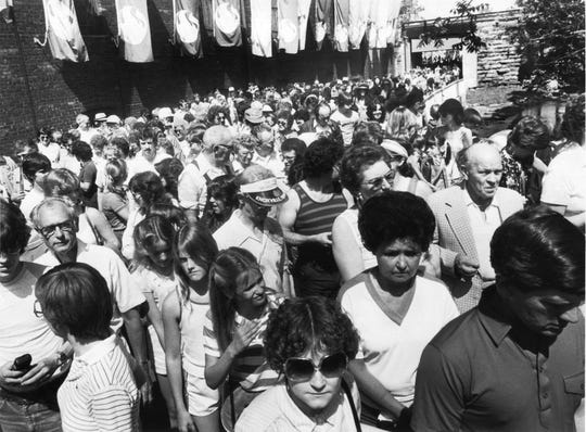 In a May 10, 1982, photograph, it was shoulder-to-shoulder walking for World's Fair visitors who entered through the North Gate. Most of these fairgoers came from buses that caused a backup on I-40 at the 17th Street exit. This was part of the largest weekday crowd to date - 61,314 visitors. (Barbara Stearns/News Sentinel)