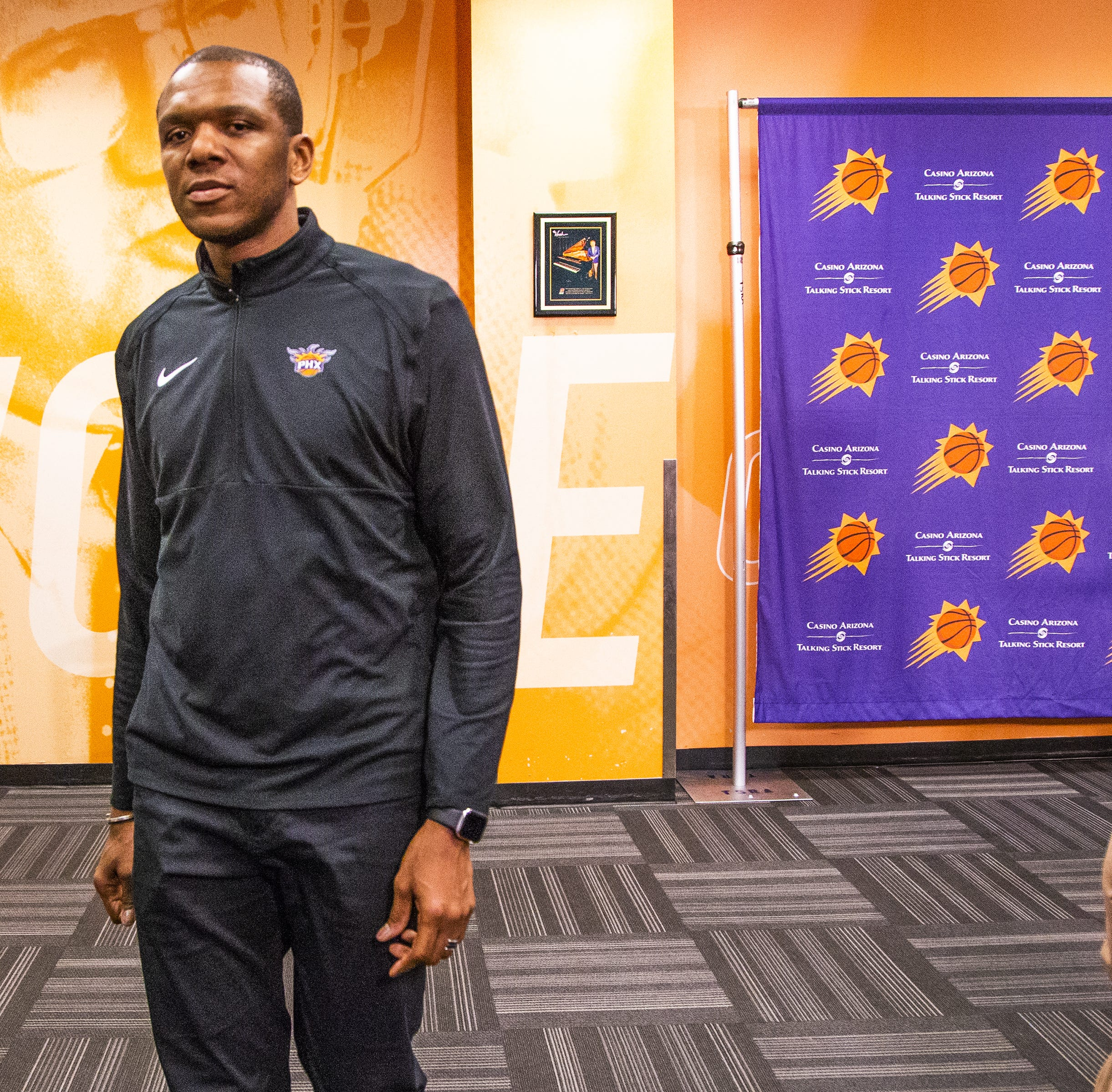 Suns owner Robert Sarver seems content in background as James Jones now runs the show