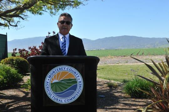 Henry Gonzales, comisionado agrícola del condado de Monterey habló sobre los impactos del proyecto piloto sobre pesticidas, el 24 de abril de 2019.
