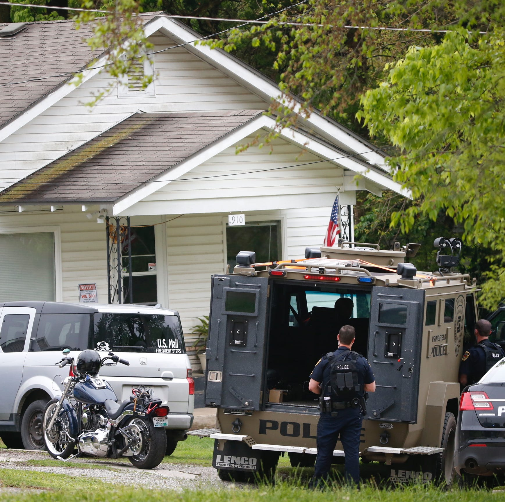 Large police presence in Springfield neighborhood to execute warrant