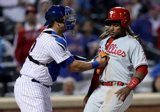 NEW YORK, NEW YORK - APRIL 23:  Wilson Ramos #40 of the New York Mets tags out Maikel Franco #7 of the Philadelphia Phillies in the fourth inning at Citi Field on April 23, 2019 in the Flushing neighborhood of the Queens borough of New York City.