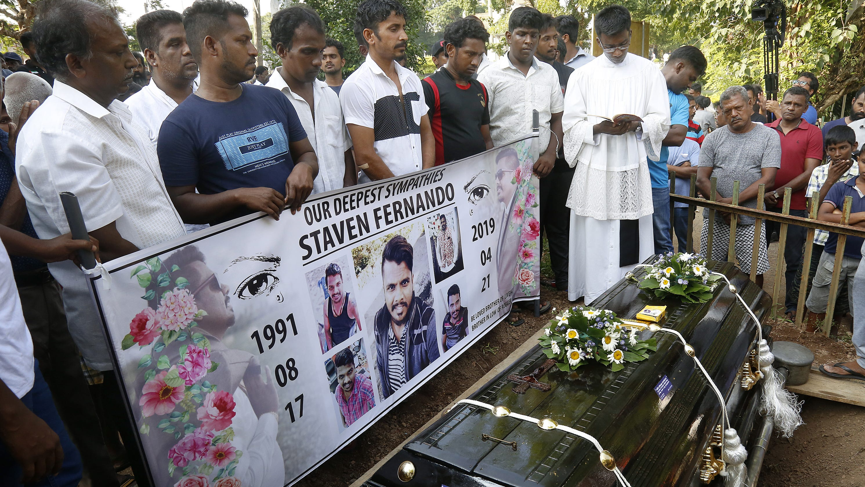 Sri Lankan president shakes up defense forces, says attack warnings went unheeded thumbnail