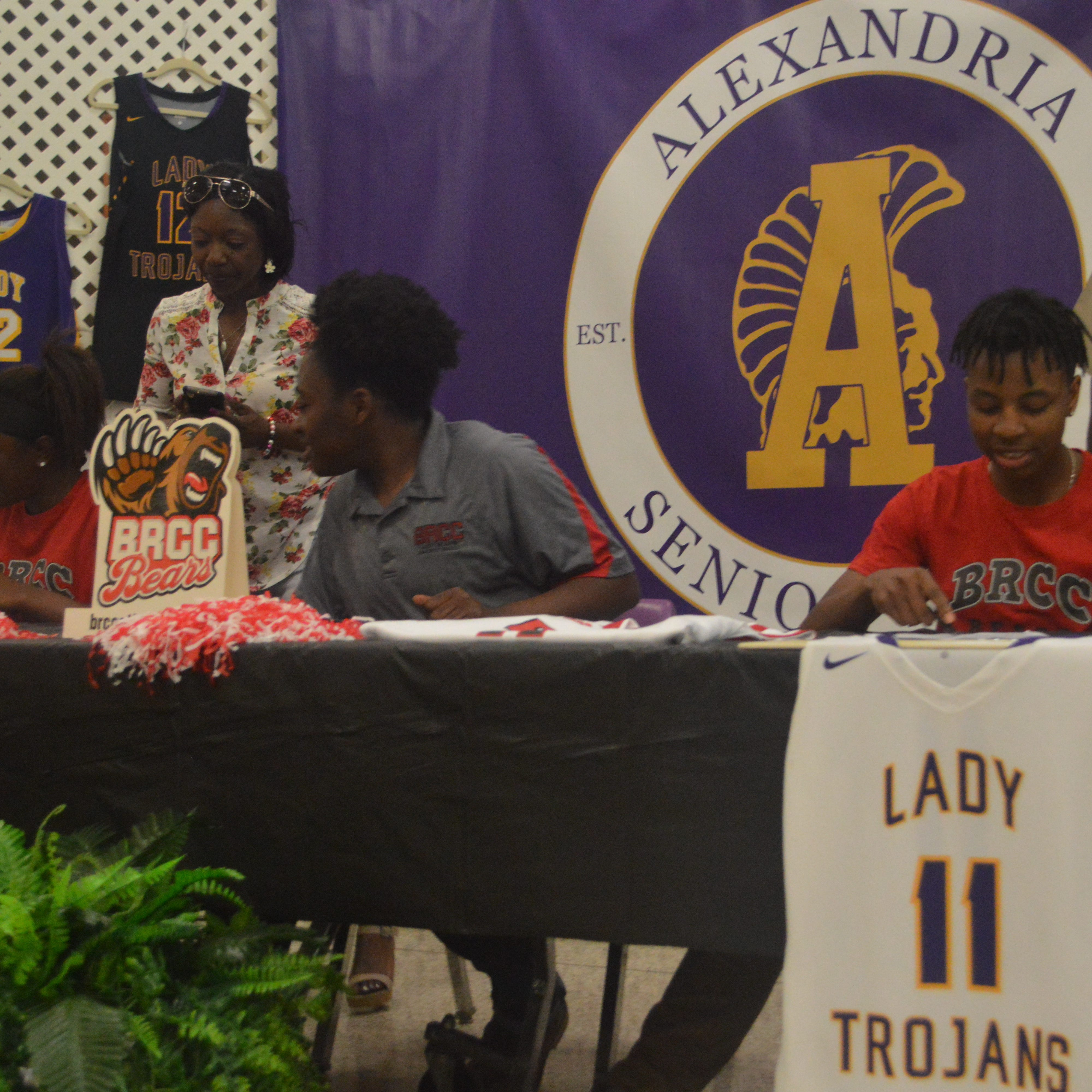 7 Central Louisiana athletes sign to colleges
