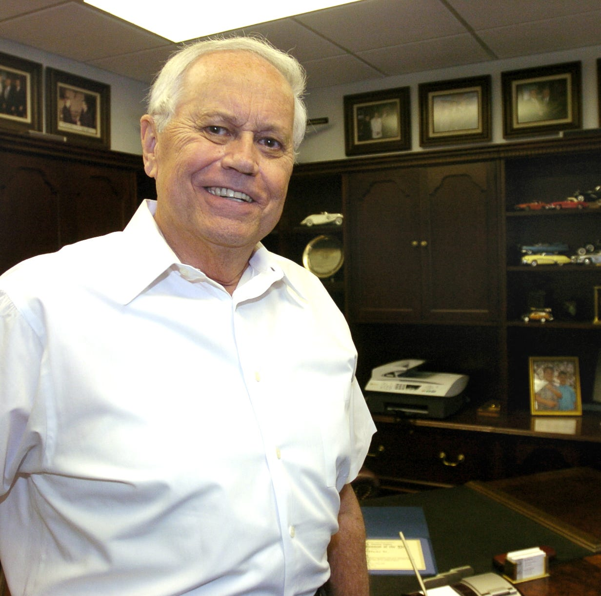 Corpus Christi car dealer Ed Hicks dies