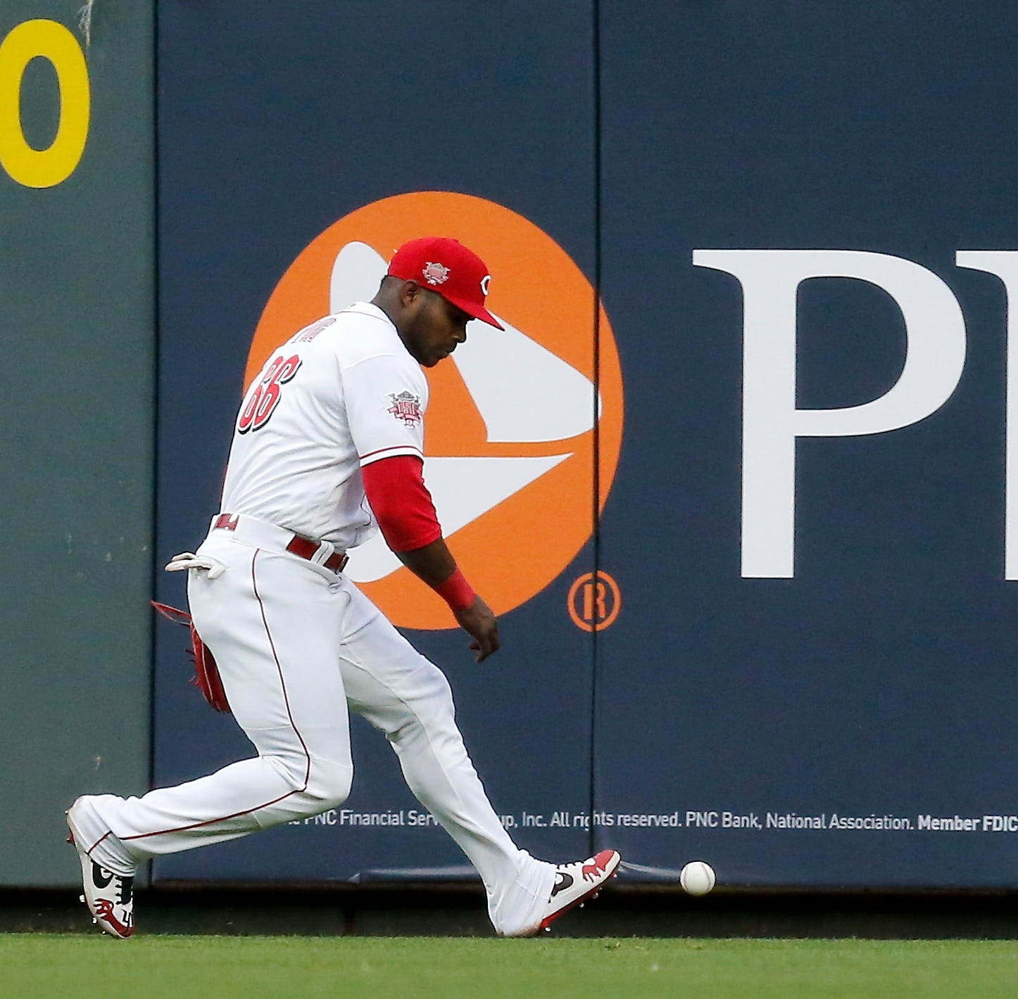 Yasiel Puig leaves Cincinnati Reds game with a possible left arm injury