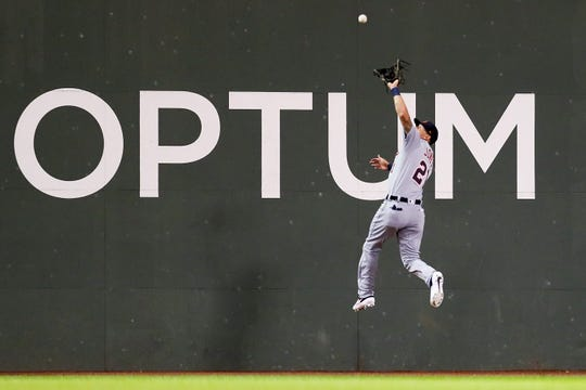 1139162075.jpg BOSTON, MA - APRIL 24:    JaCoby Jones #21 of the Detroit Tigers makes a catch on the warning track in the sixth inning of a game against the Boston Red Sox at Fenway Park on April 24, 2019 in Boston, Massachusetts.  (Photo by Adam Glanzman/Getty Images)