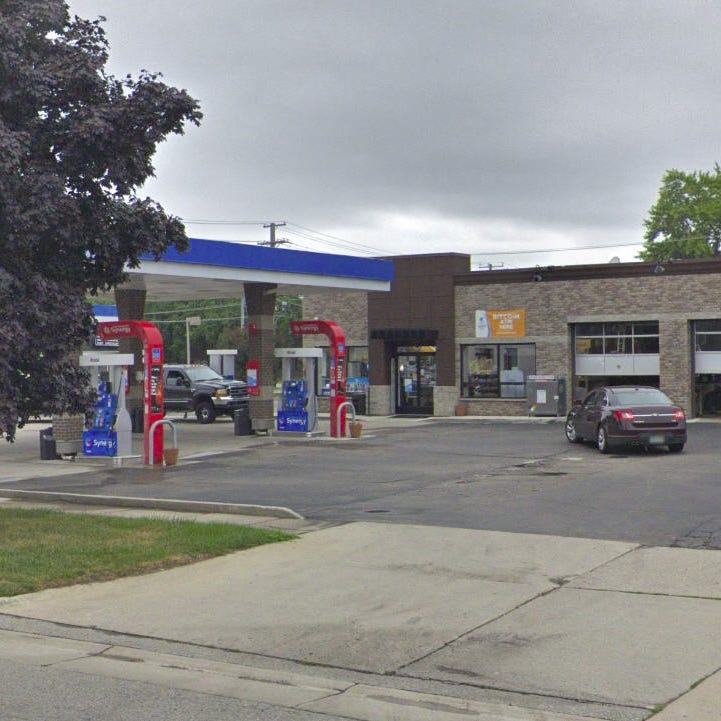 Gas station clerk opens fire to foil robbery in Mount Clemens