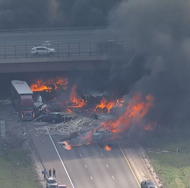 Multivehicle fire closes I-70 in Denver