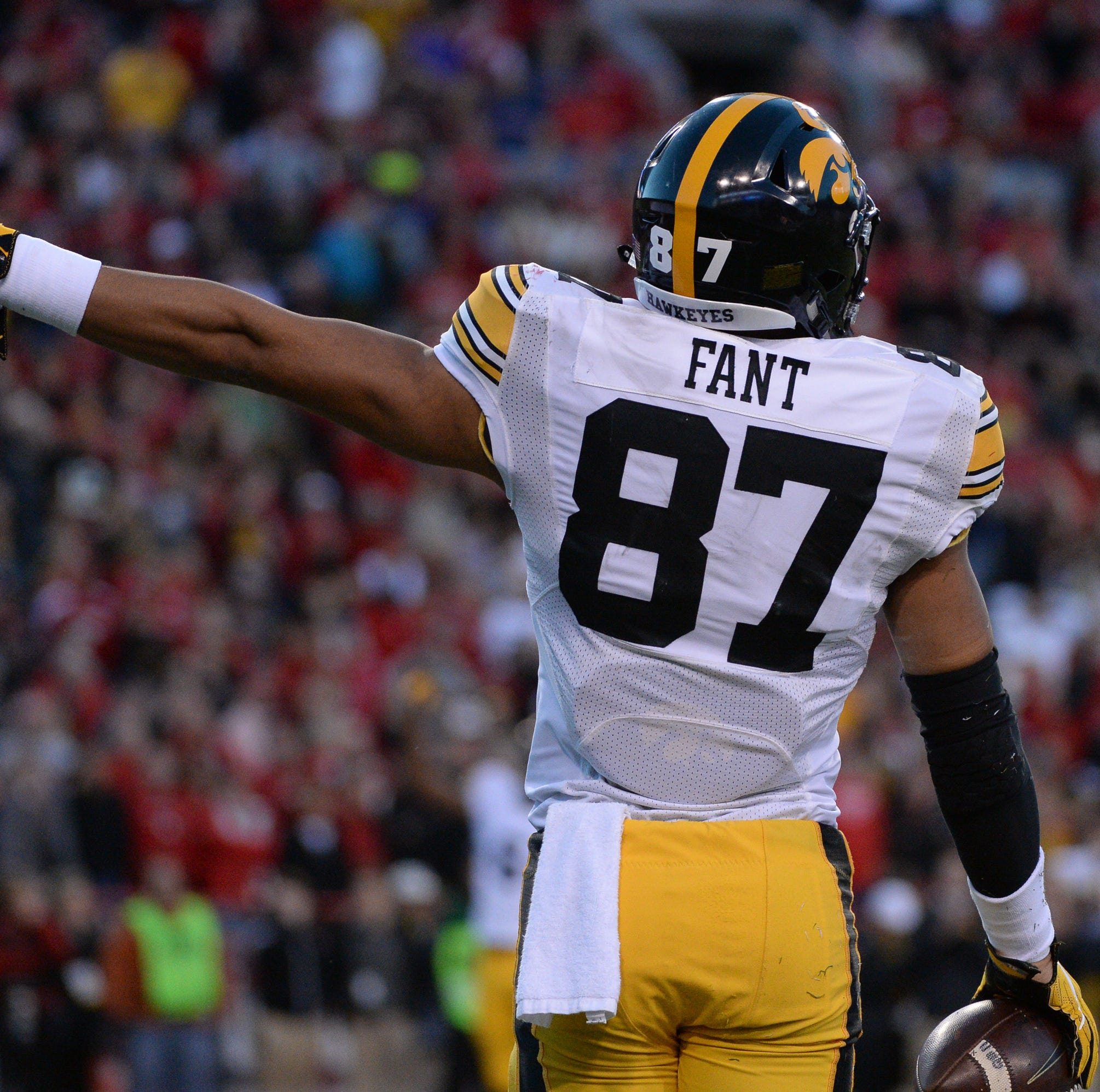 Denver Broncos select Iowa tight end Noah Fant with No. 20 pick