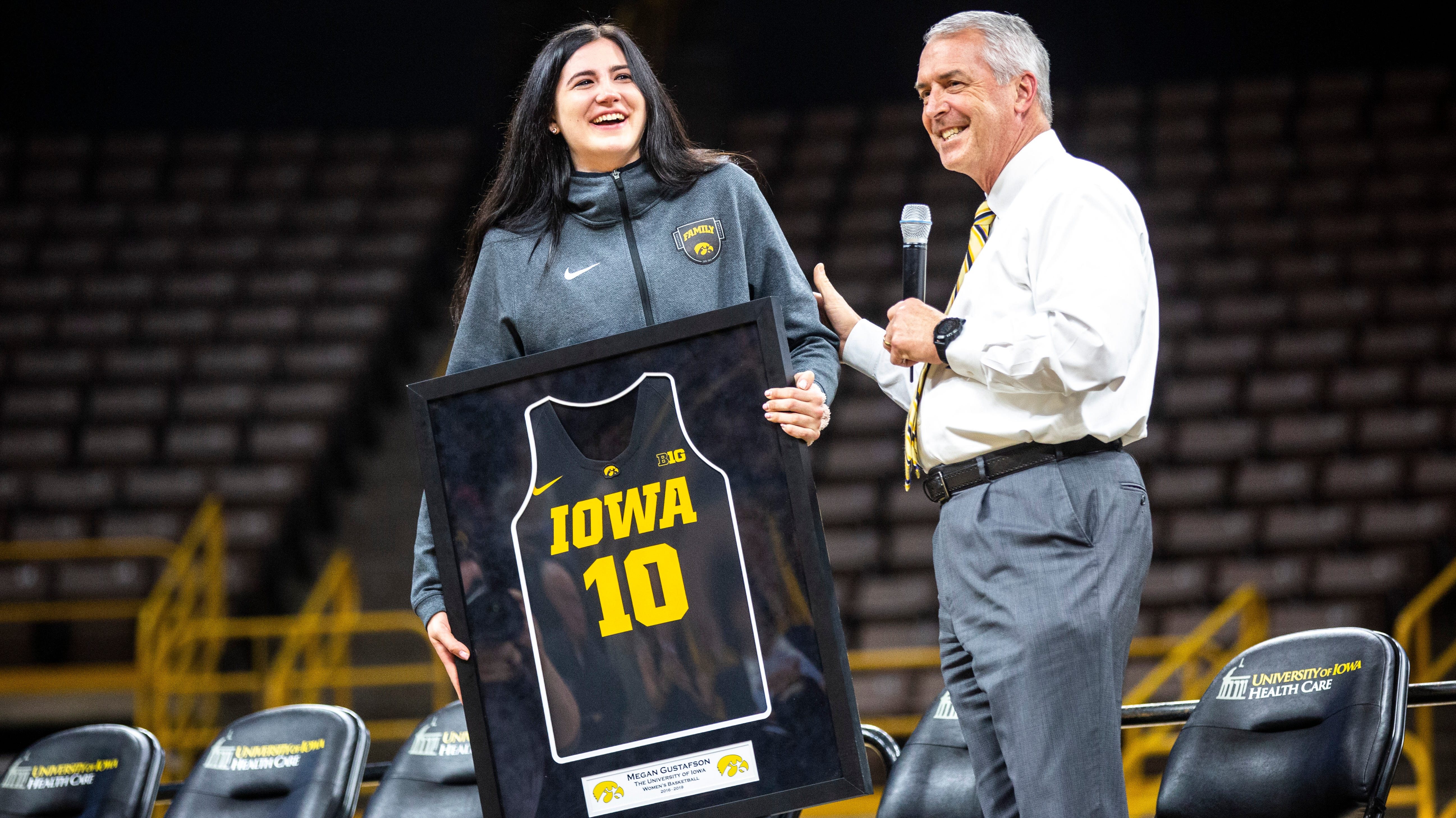 Iowa Hawkeyes women's basketball celebrates Elite Eight season