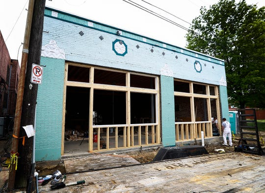 The Doghouzz will bring its gourmet hot dogs to 1349 Autumn in early June.