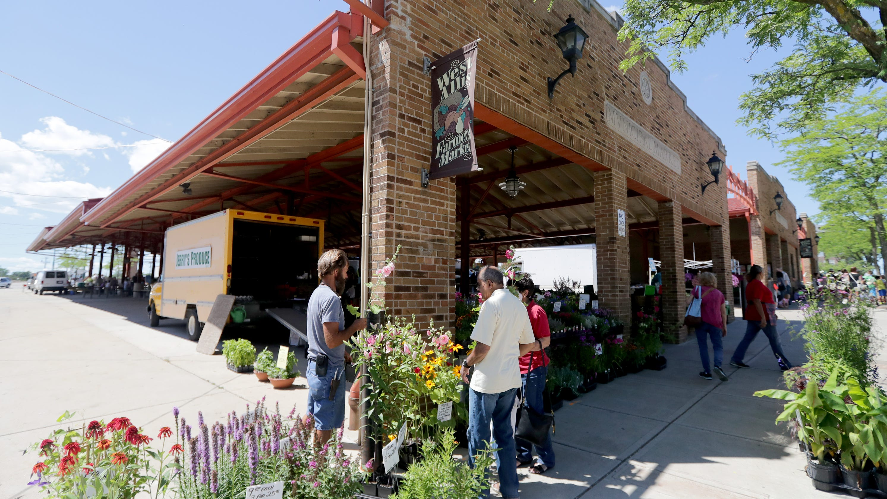 Milwaukee Public Market Does Madison >> Farmers Markets A Guide To Fresh Produce Sellers In Milwaukee Area