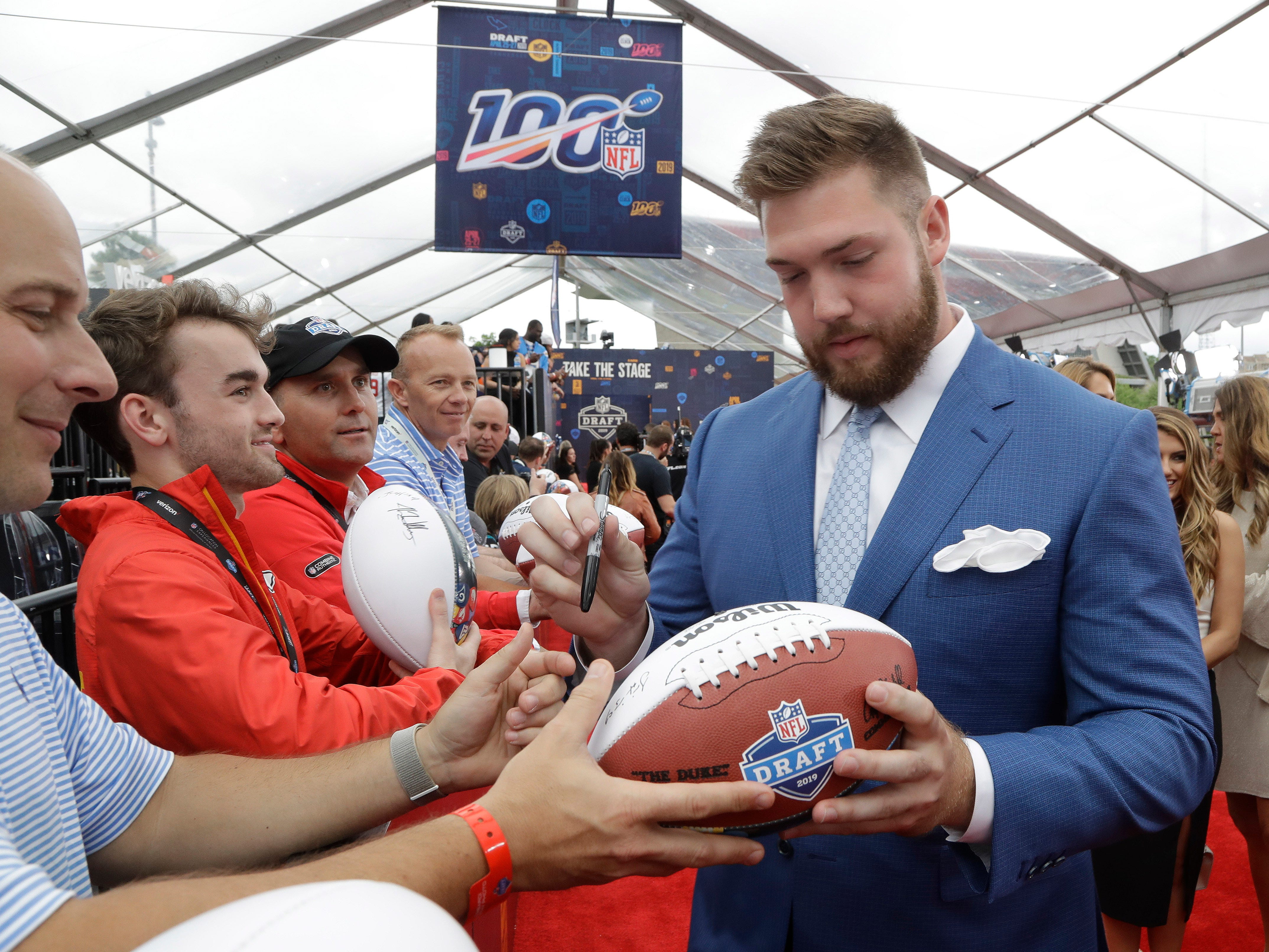 Alabama tackle Jonah Williams signs an autograph as he walks the red carpet ahead of the first round at the NFL football draft, Thursday, April 25, 2019, in Nashville, Tenn. (AP Photo/Steve Helber)