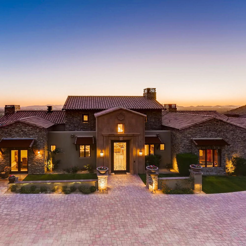Paradise Valley mansion with a negative edge pool, guest house sells for $6.5M