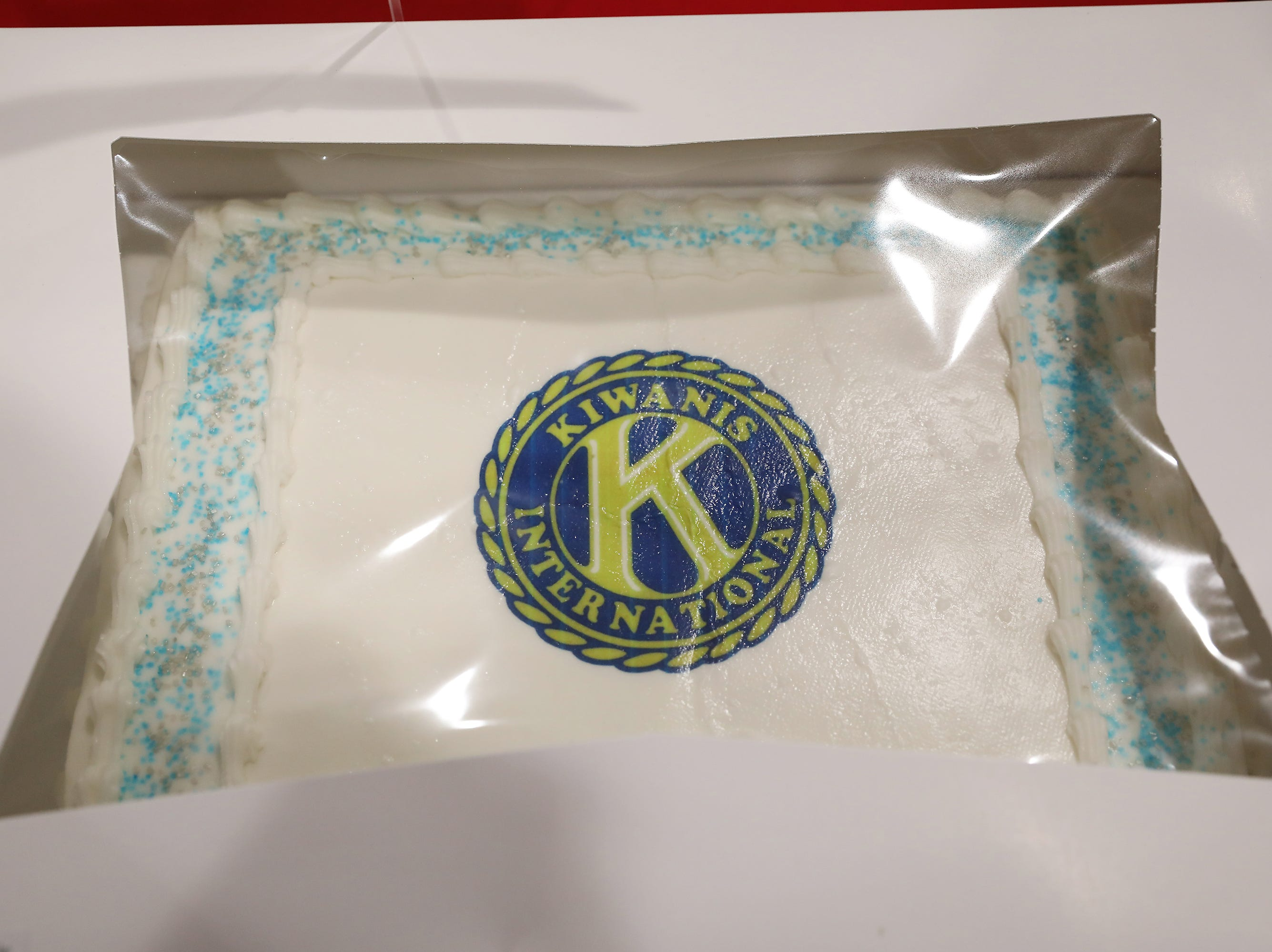 1 P.M. Friday cake 306 Kiwanis Club of Zanesville - Ohio State University golf bag