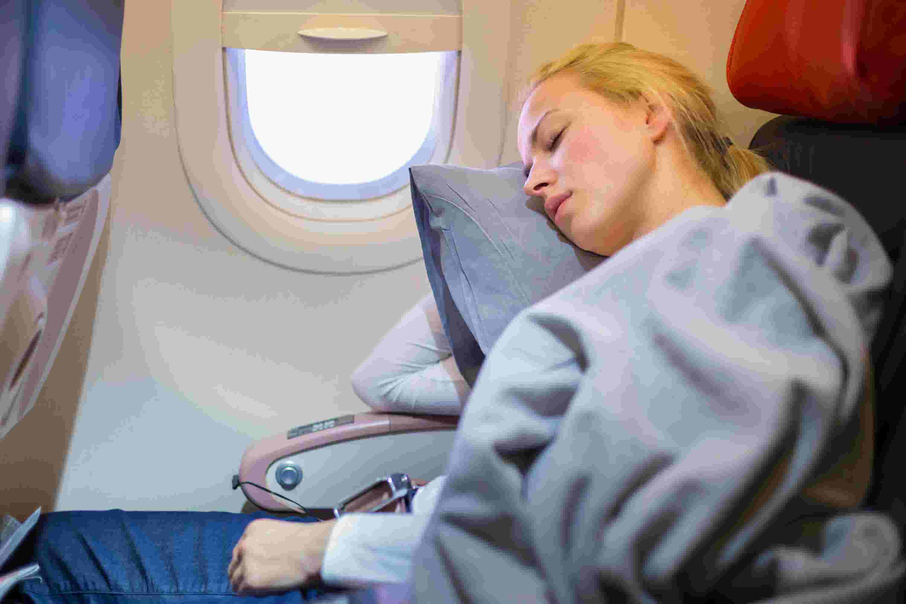 5 things you need to survive a red eye