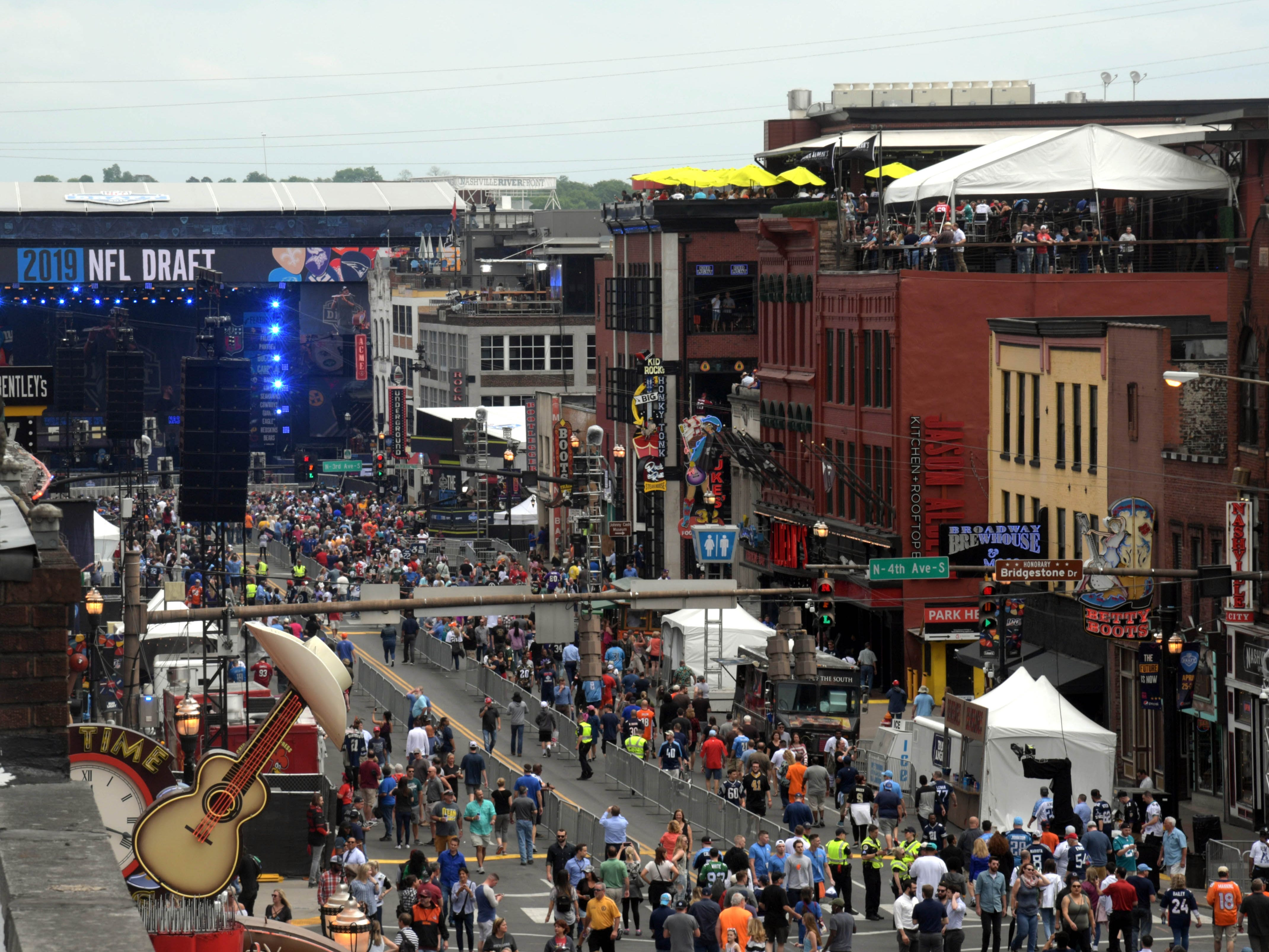 General view of Broadway prior to the first round of the 2019 NFL draft.